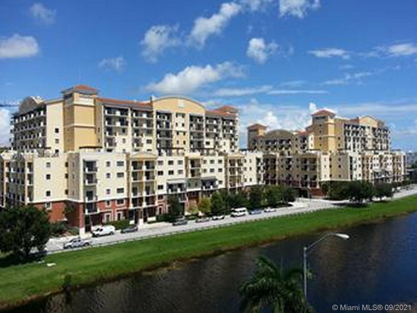 Desirable location near downtown Dadeland. Convenient access to parking garage, right across hallway. Vertical blinds on all windows and sliding doors, decorator light fixtures, 24 hr. security, pool, spa, gym. Walk to Dadeland shopping & restaurants.