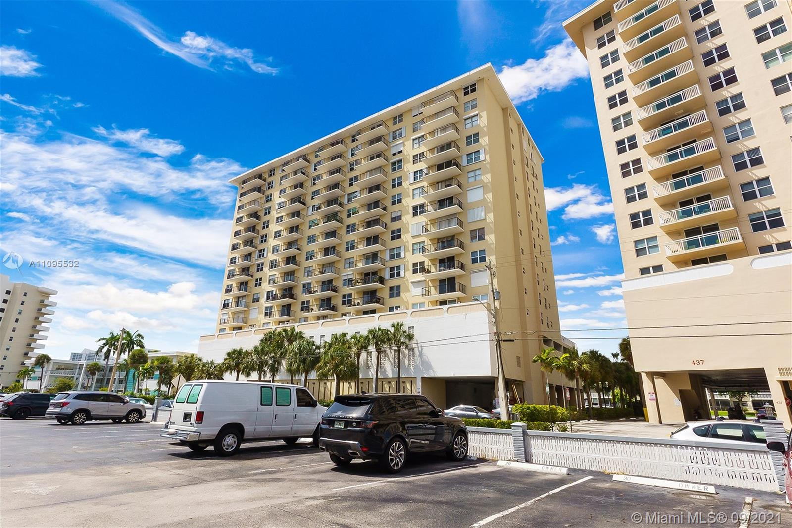 427  Golden Isles Dr #4B For Sale A11095532, FL