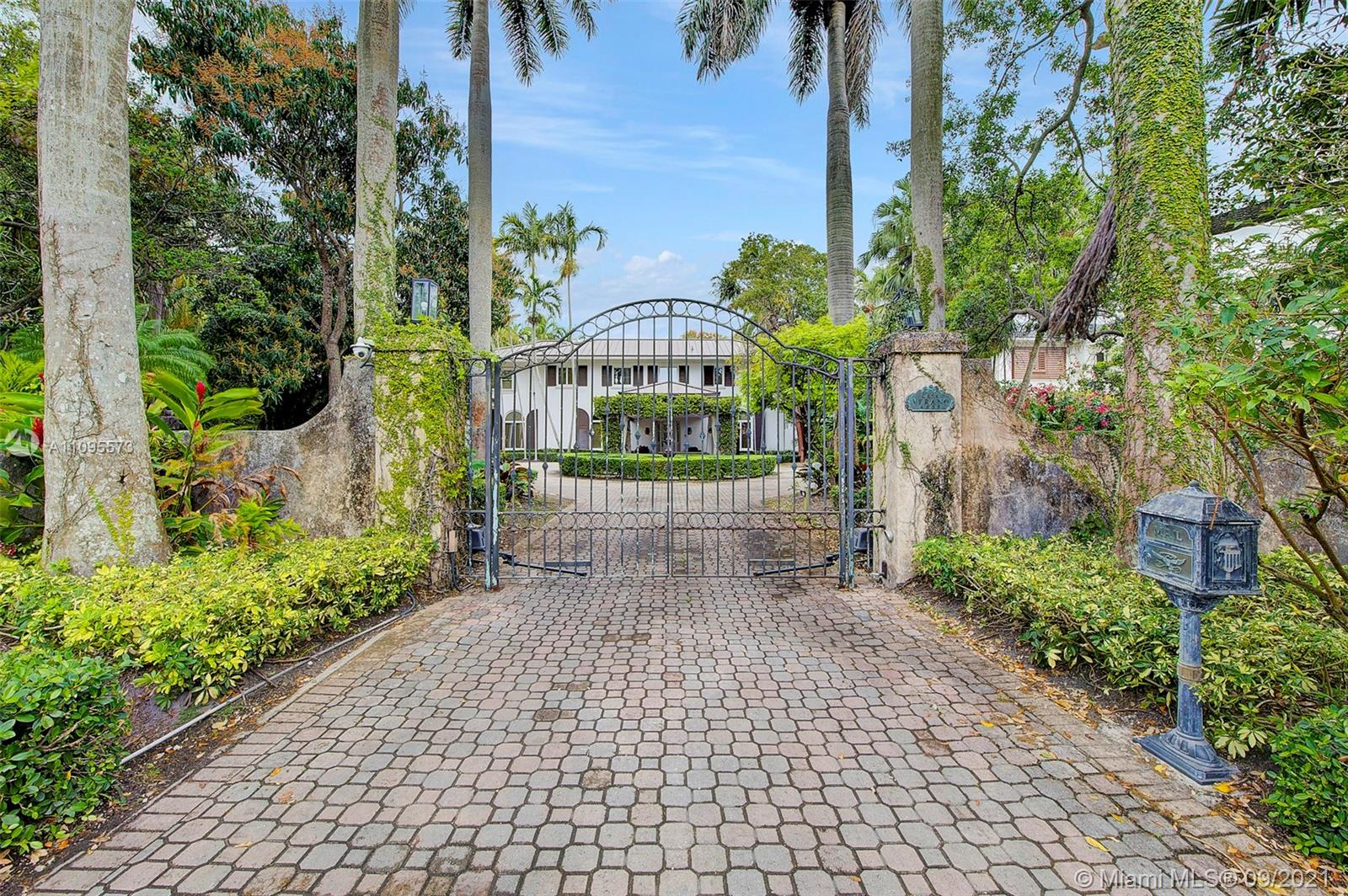 4835 SW 82nd St  For Sale A11095573, FL