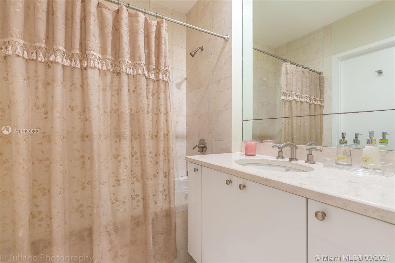 1833 Monroe St #18, Hollywood, Florida image 4