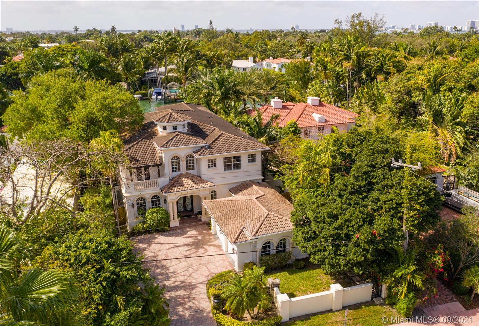 4900  Pine Tree Dr  For Sale A11096722, FL
