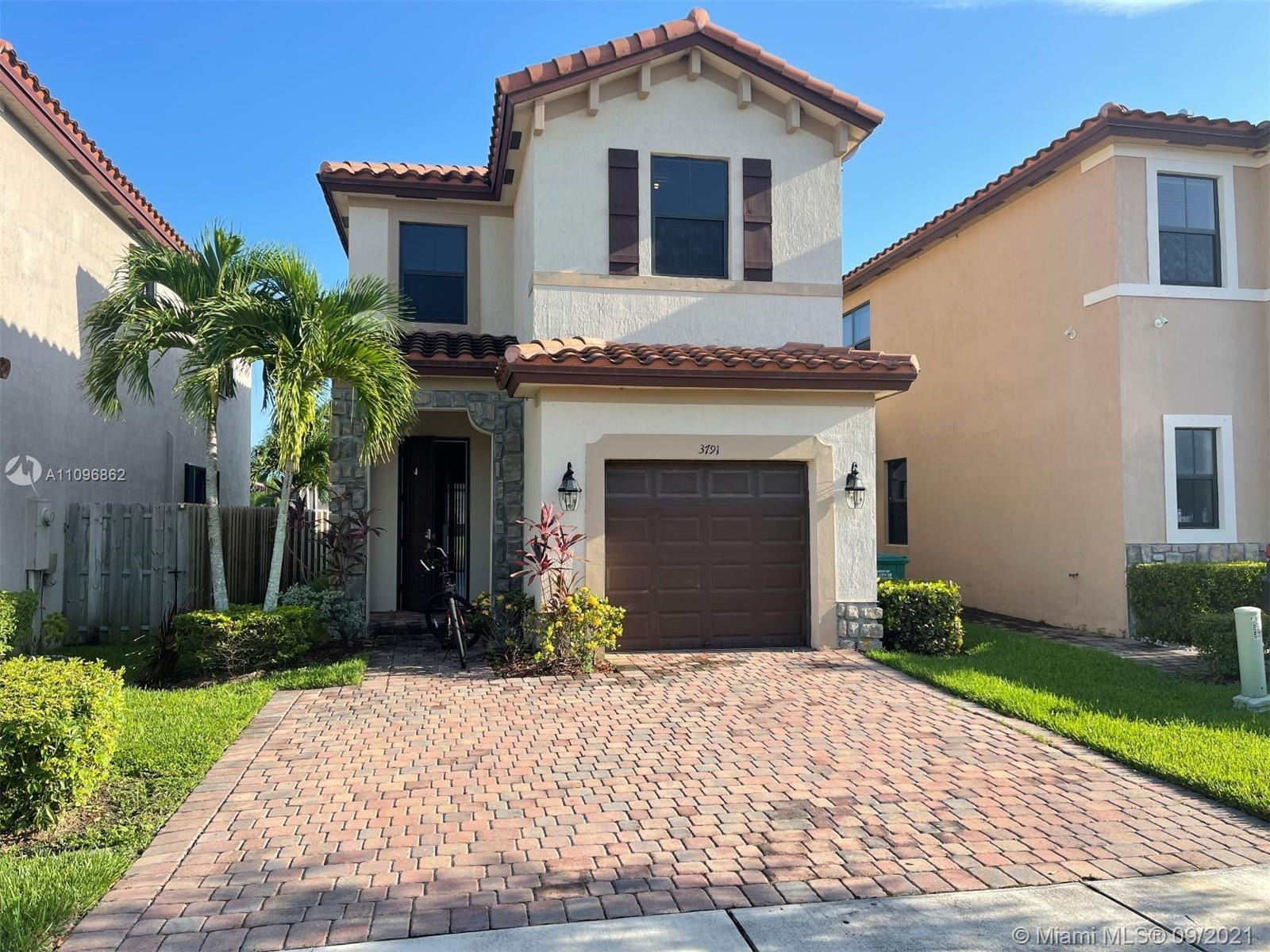 Beautiful lake view single family home located inside the gate community Sierra At Vineyards . 4 bedrooms / 2 bathrooms, 1 bedroom and 1 full bathroom on first floor. Stainless steel appliances . Spectacular club house with community pool and more. A must see !!!