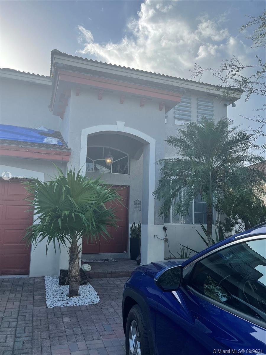 Beautiful House with 4 bedrooms and 3 bathrooms. Kitchen remodeled with S/S appliances. Backyard with pool and lake view. 3 bedrooms upstairs and 1 bedroom downstairs that can be used as an office. Pet deposit $300 nonrefundable