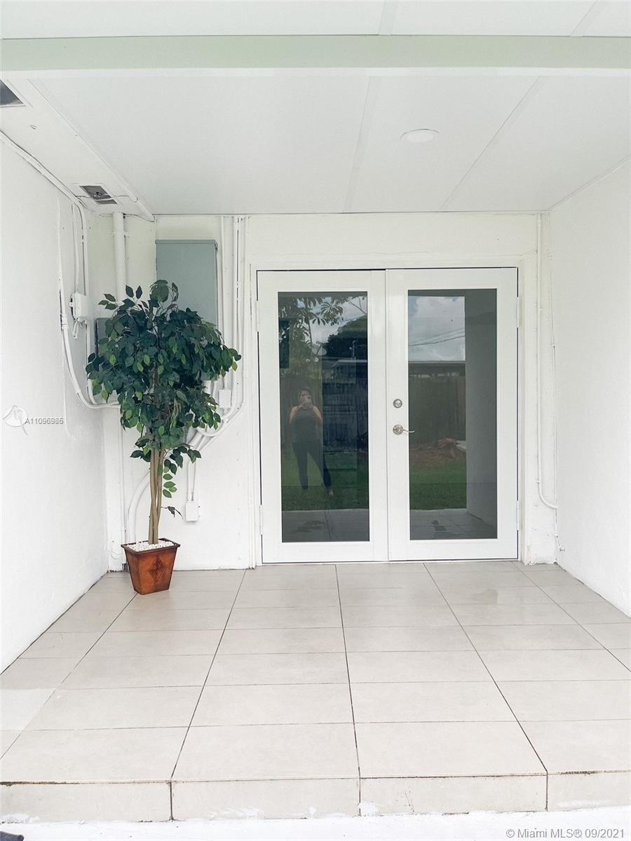 Beautiful 2/1 property in homestead. Apartment has independent entry directly accessed through the driveway, and full access to the back yard area. Rent includes water, electricity, lawn maintenance, and internet.