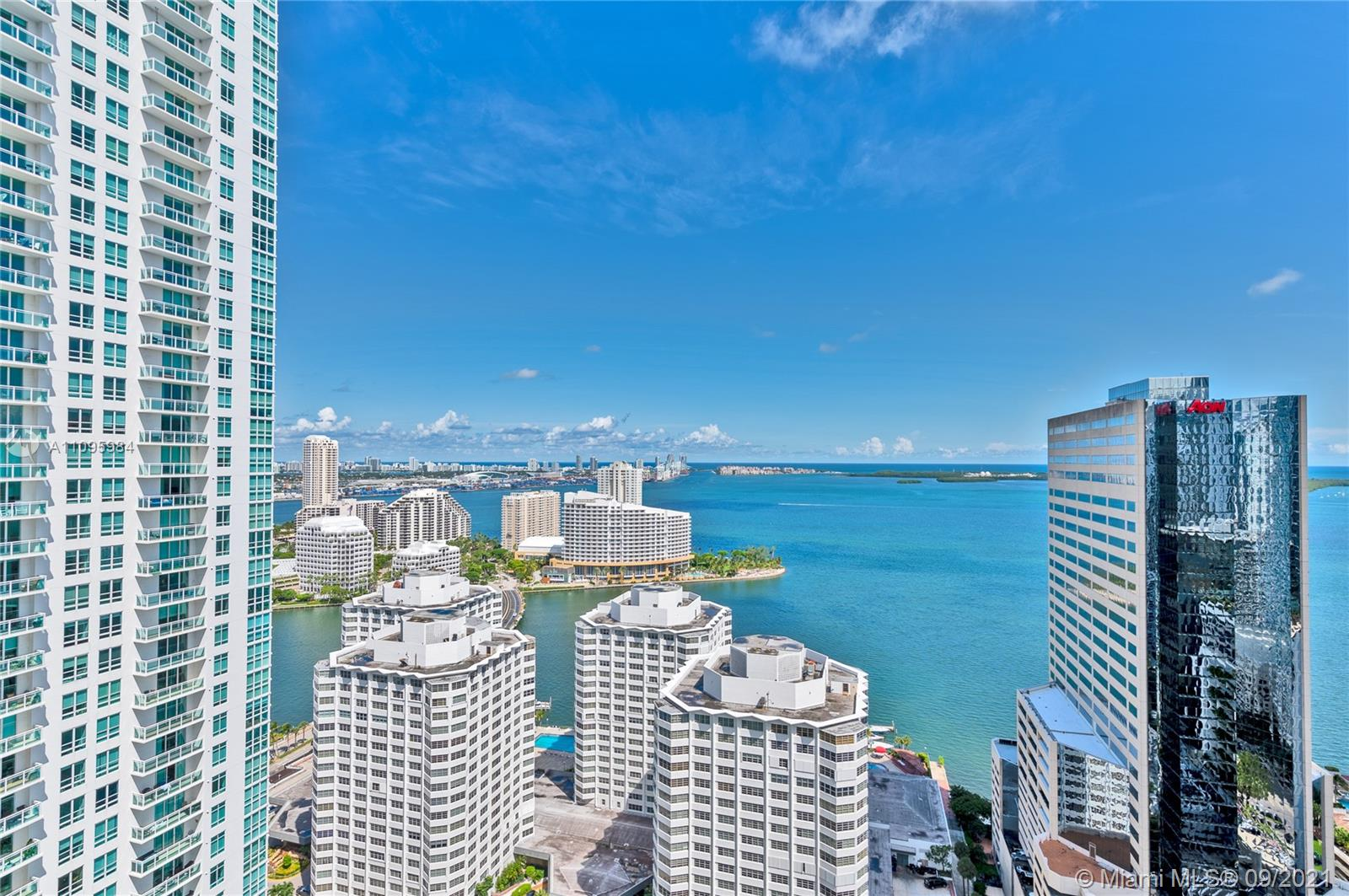 AMAZING UNIT WITH THE BEST VIEWS IN THE BUILDING. 1BD/1BA, PORCELAIN FLOORS, GRANITE COUNTERTOPS, WOOD STYLE CABINETS, STAINLESS STEEL APPLIANCESFULL.  AMENITIES INCLUDE RESORT STYLE, POOL AND JACUZZI, SOCIAL ROOM, CINEMA ROOM, STATE OF ART FITNESS CENTER. VALET SERVICE. CLOSE TO MARY BRICKELL VILLAGE AND ALL RESTAURANTS.