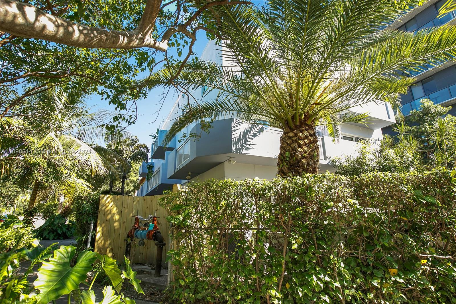 235 SW 17th Rd #104 For Sale A11098214, FL
