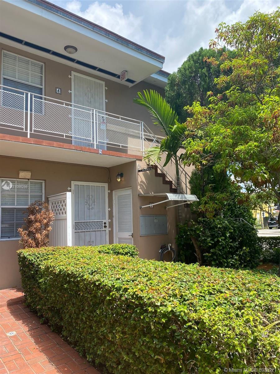 Beautiful remodeled 1 bedroom 1 bathroom condo in Coral Gables. Fully furnished and equipped - ready for move-in! Excellent location, won't last!