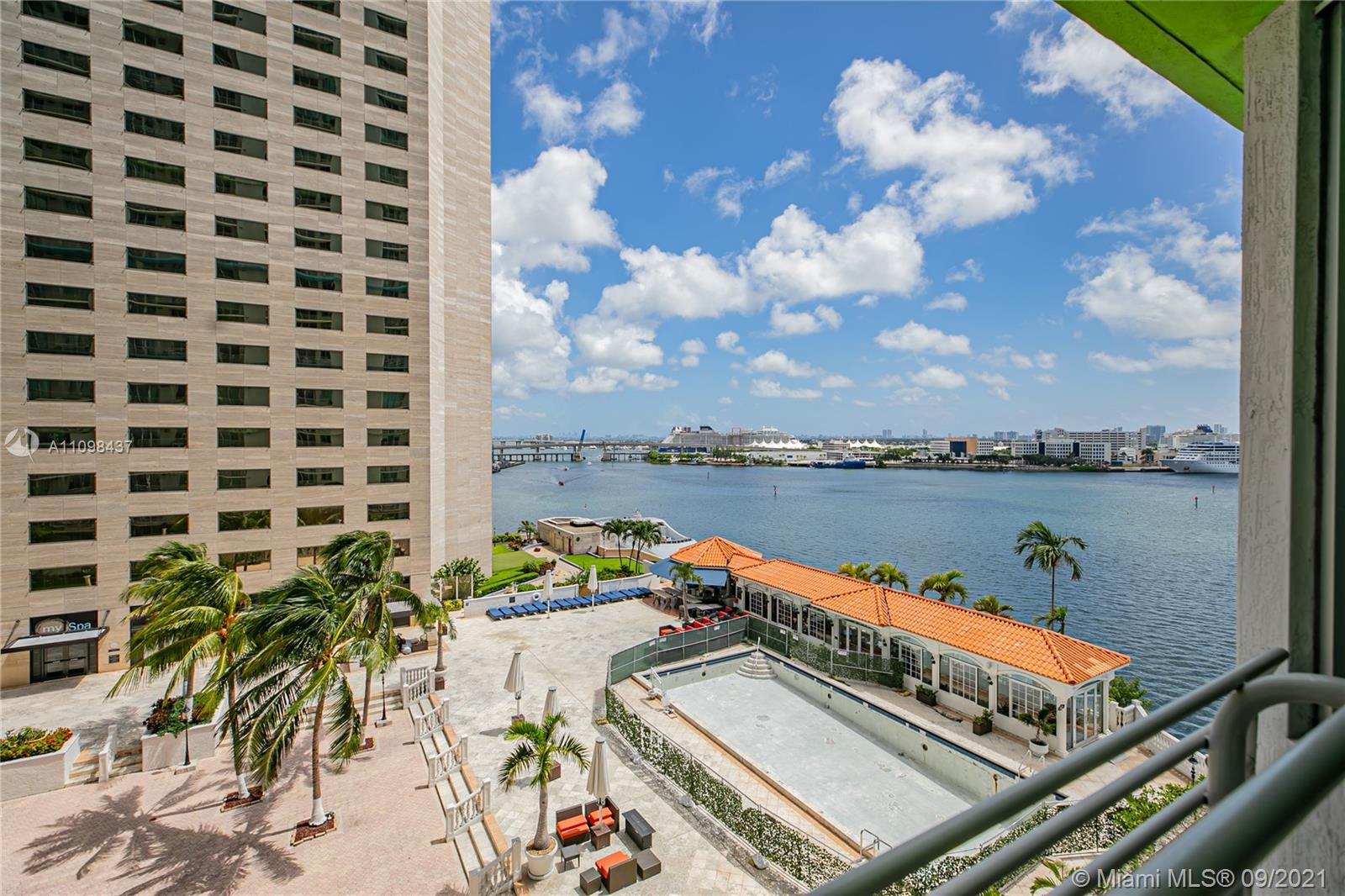 Beautiful 2bdrms 2bths condo with views of Biscayne Bay and Port of Miami. Condo includes Italian kitchen cabinets and marble bath. Bldg amenities incl: 2 swimming pools, jacuzzi, 2 party rooms, sundeck, sauna, 2 fitness centers, convenience store, and 24 hrs security, valet, and concierge. Centrally located within minutes to SoBe, Grove, Gables, and Airport. Sales office in bldg.