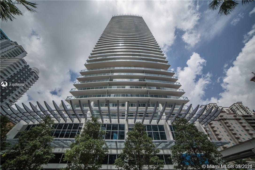 GREAT OPPORTUNITY TO RENT A BRAND NEW CORNER UNIT WITH OVERSIZED WRAP AROUND BALCONY, FULLY BUILT OUT CLOSETS, FLOORING THROUGHOUT, STUNNING KITCHEN, ITALIAN CABINETS, STAINLESS STEEL APPLIANCES. BEUATIFUL ROOFTOP POOL, GREAT POOL DECK, SPA, GYM, SOCIAL & BUSINESS ROOM, MOVIE THEATER AND MUCH MORE! PERFECT LOCATION AT THE HEART OF BRICKELL, SOURROUNDED BY AMAZING RESTAURANYTS AND MUCH MORE. TEXT TO MAKE AN APPOINTMENT.