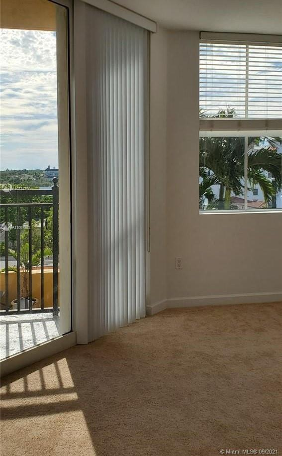 BEAUTIFUL 2 BED/2BATH PLUS DEN, 24 HOUR COSIERGE SERVICE, POOL AND GYM, IN UNIT WASHER AND DRYER  CENTRALLY LOCATED IN DOWN TOWN CORAL GABLES,   .  WAKING DISTANCE TO RESTAURANTS, PUBLIX, LOCAL BANKS, ETC. EASY TO SHOW.
