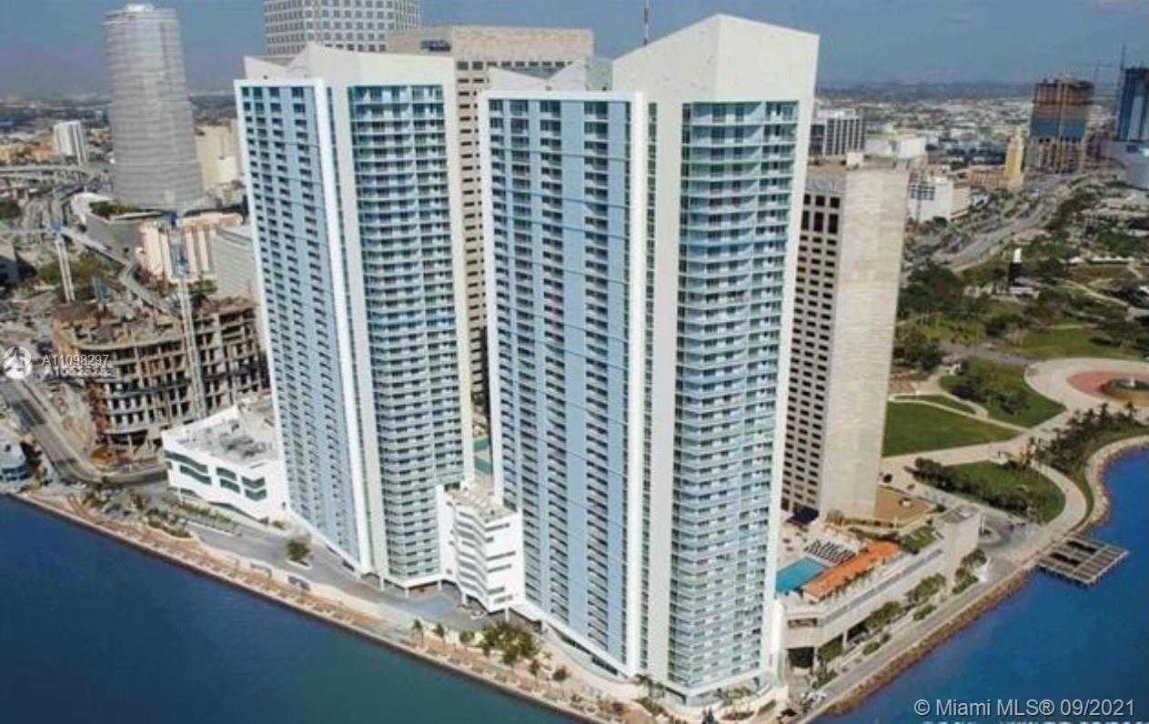 BEAUTIFUL MODERN FULLY FURNISHED studio with great views of Biscayne Bay and Miami Skyline. Laminated wood floors and tile in bathrooms. Murphy bed, makes studio feel even bigger! Rent includes Cable TV & Internet. Amenities : 2 swimming pools, 2 party rooms, and 2 fitness centers, convenience store, and 24hrs security, valet and concierge. 1 parking. Centrally Located
