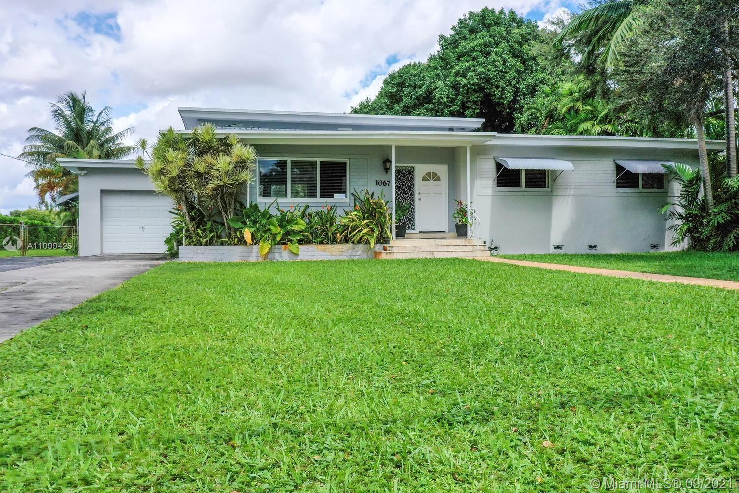 1067  Hunting Lodge Dr  For Sale A11099425, FL