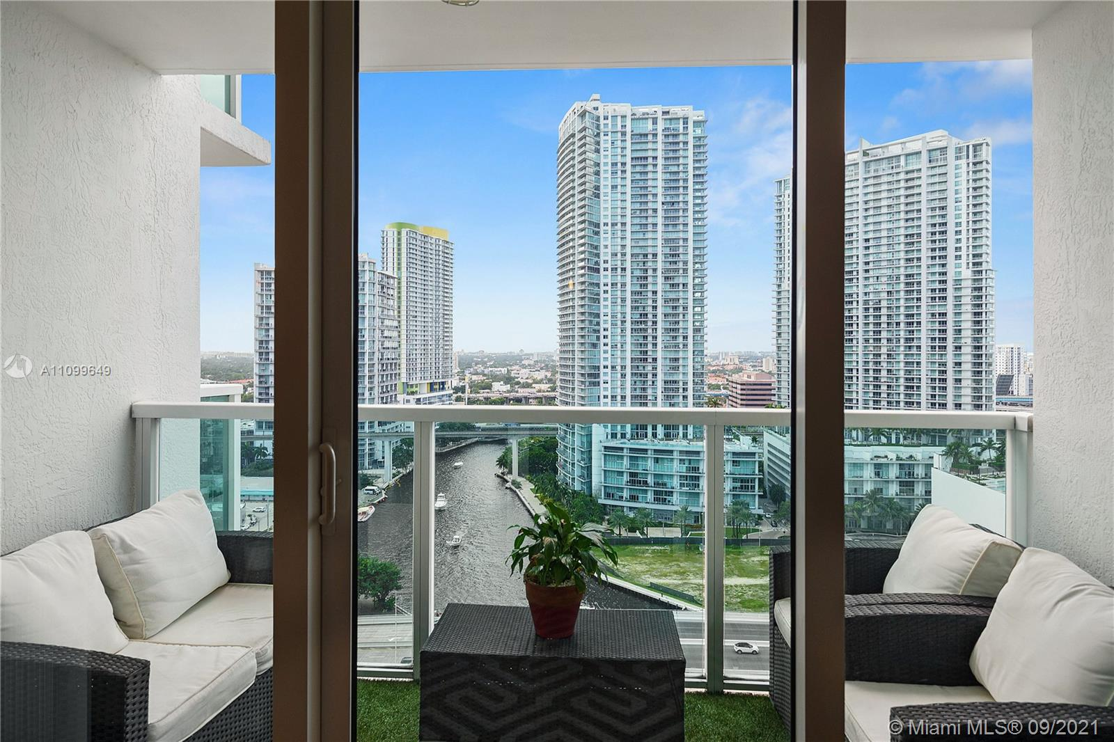 Brickell On The River is right where you want to be!! In the heart of the vibrant city of Miami, you'll feel the energy and understand why Miami is the city of choice!  This bright, spacious 1/1 has an open floor plan, lovely flooring, a large open kitchen and gorgeous views of the magic city and the Miami River.  Brickell on the River has beautiful amenities that include 2 resort style pool and patio areas, State-of-the-art gym and much more.  Washer and Dryer in the unit plus one parking space.