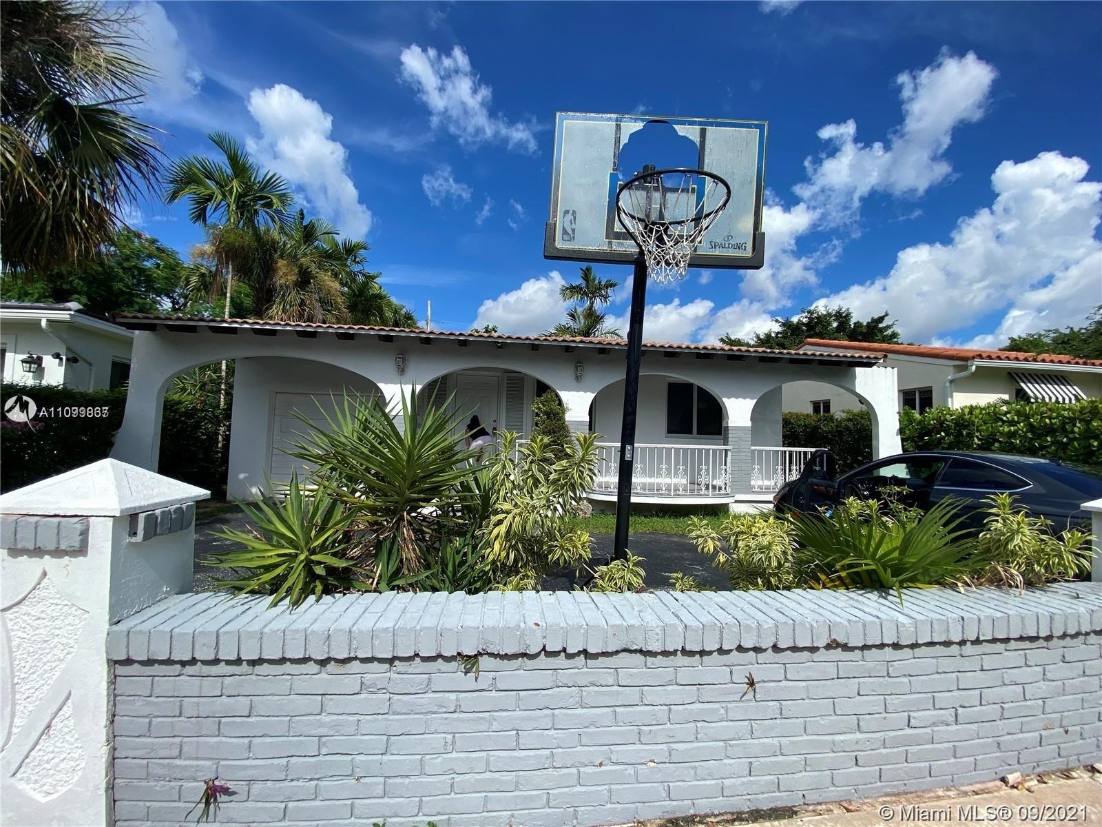 THIS IS A BEATIFULL HOME IN CORAL GABLES ON PRIVATE STREET WITH THREE BEDROOMS AND 2 FULLBATHS, THE PROPERTY HAS A NICE KITCHEN WITH STAINLESS STELL APPLIANCES. WITH FAMILY ROOM, LARGE MASTER WITH BATH, DINING ROOM, CAR GARAGE ATTACHED FOR 1 CAR AND SPACE FOR 3 CARS MOR IN DRIVEWAY. NICE BACKYARD FOR PETS AND BBQ.