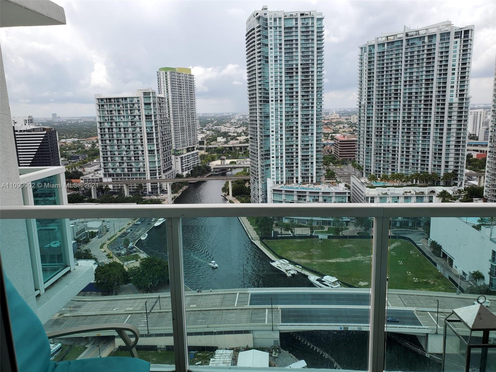 Located in the heart of Brickell one bedroom, one bathroom unit. Unit features: open balcony, marble floors, open kitchen. One assigned parking space and valet parking. Full-service building with community room, gym, pool, jacuzzi and more. Steps to metro mover, shops and restaurants. Quick access to I-95.