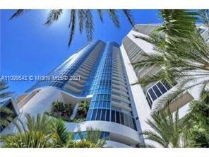 Great opportunity to rent Las Olas Riverhouse 1500 s/f 2 bedrooms and 2 1/2 bath in a 5 stars building resort. Great amenities included fitness center, library, pool, social room, valet parking, 24 hs. security and more.