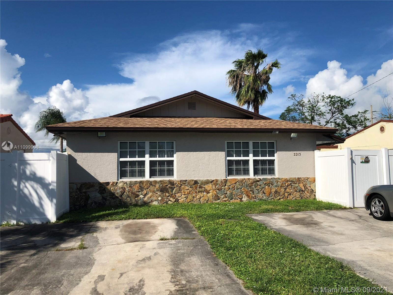 2213  Cleveland St  For Sale A11099908, FL