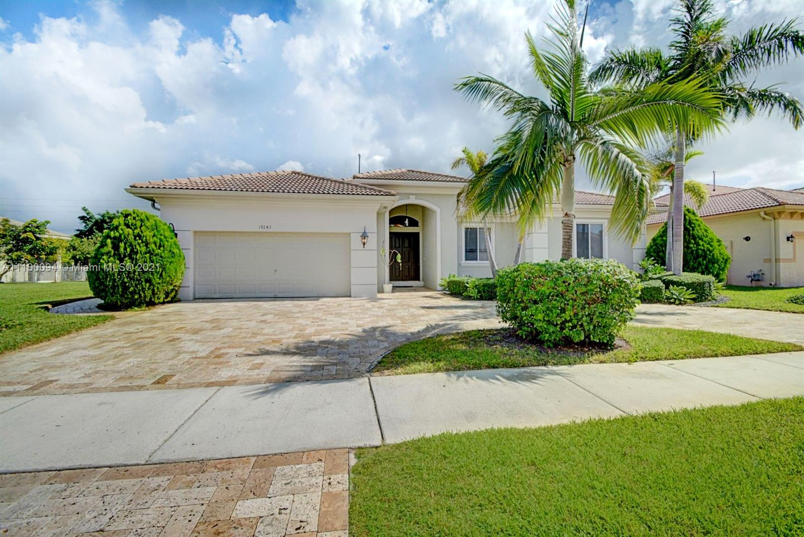 19243 SW 60th Ct  For Sale A11100094, FL