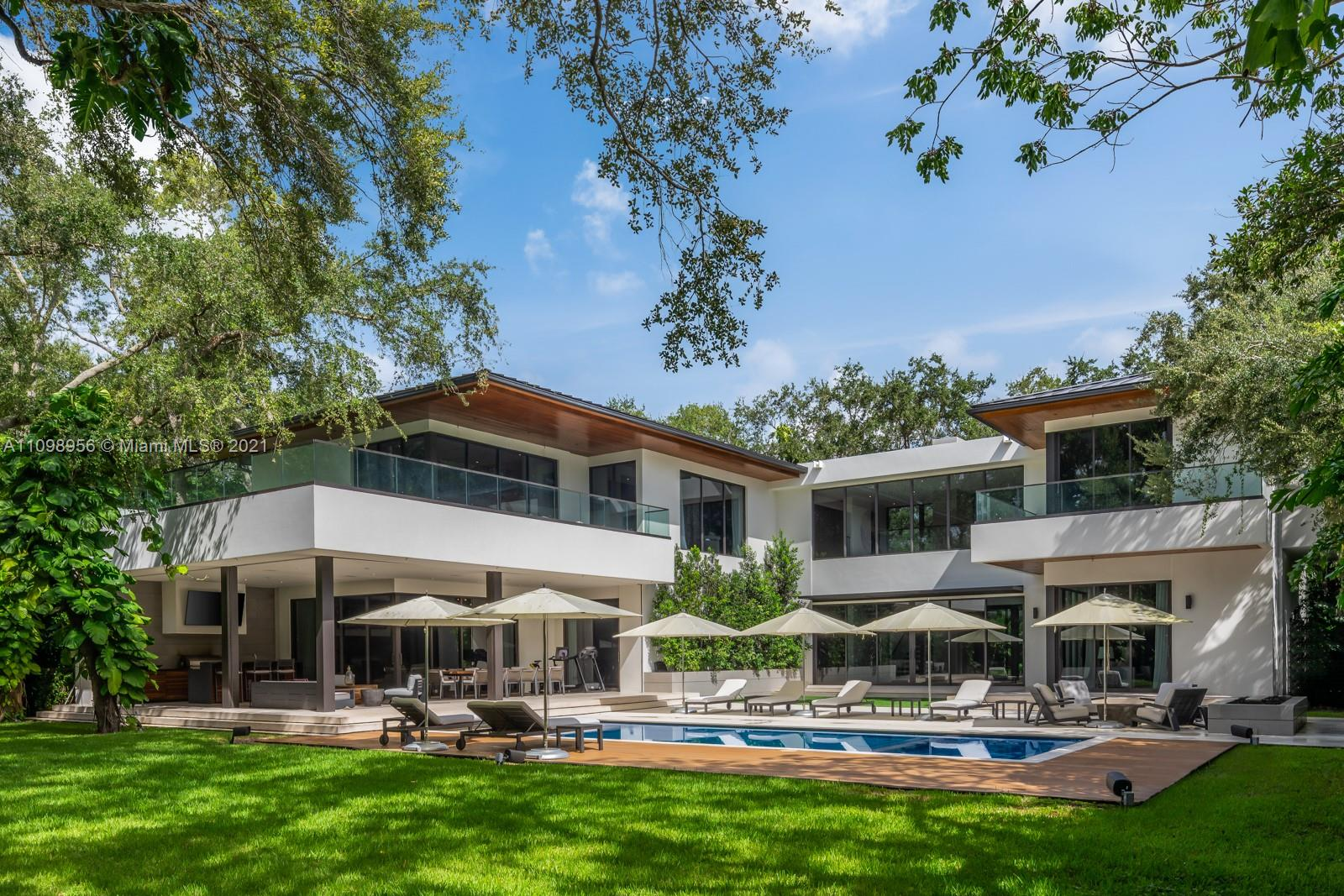 5400  Hammock Dr  For Sale A11098956, FL