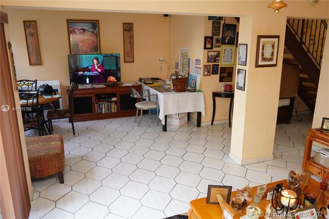 8897  Fontainebleau Blvd #403 For Sale A11101759, FL