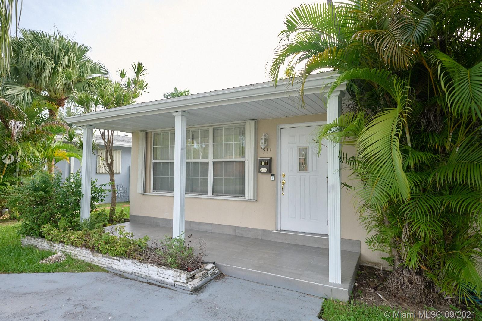 1011 N 14th Ave  For Sale A11102304, FL