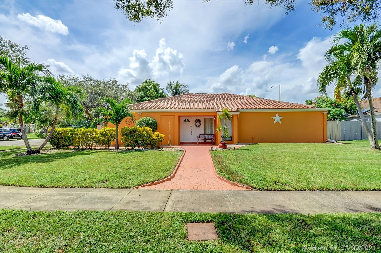 4997 SW 95th Ave  For Sale A11103291, FL