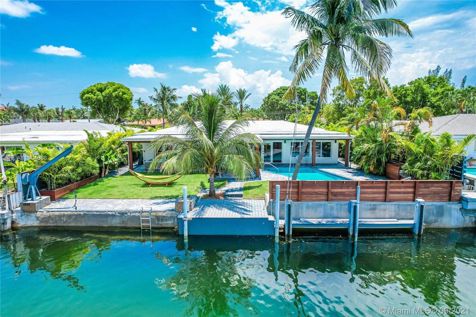 2243  Bayview Ln  For Sale A11104066, FL