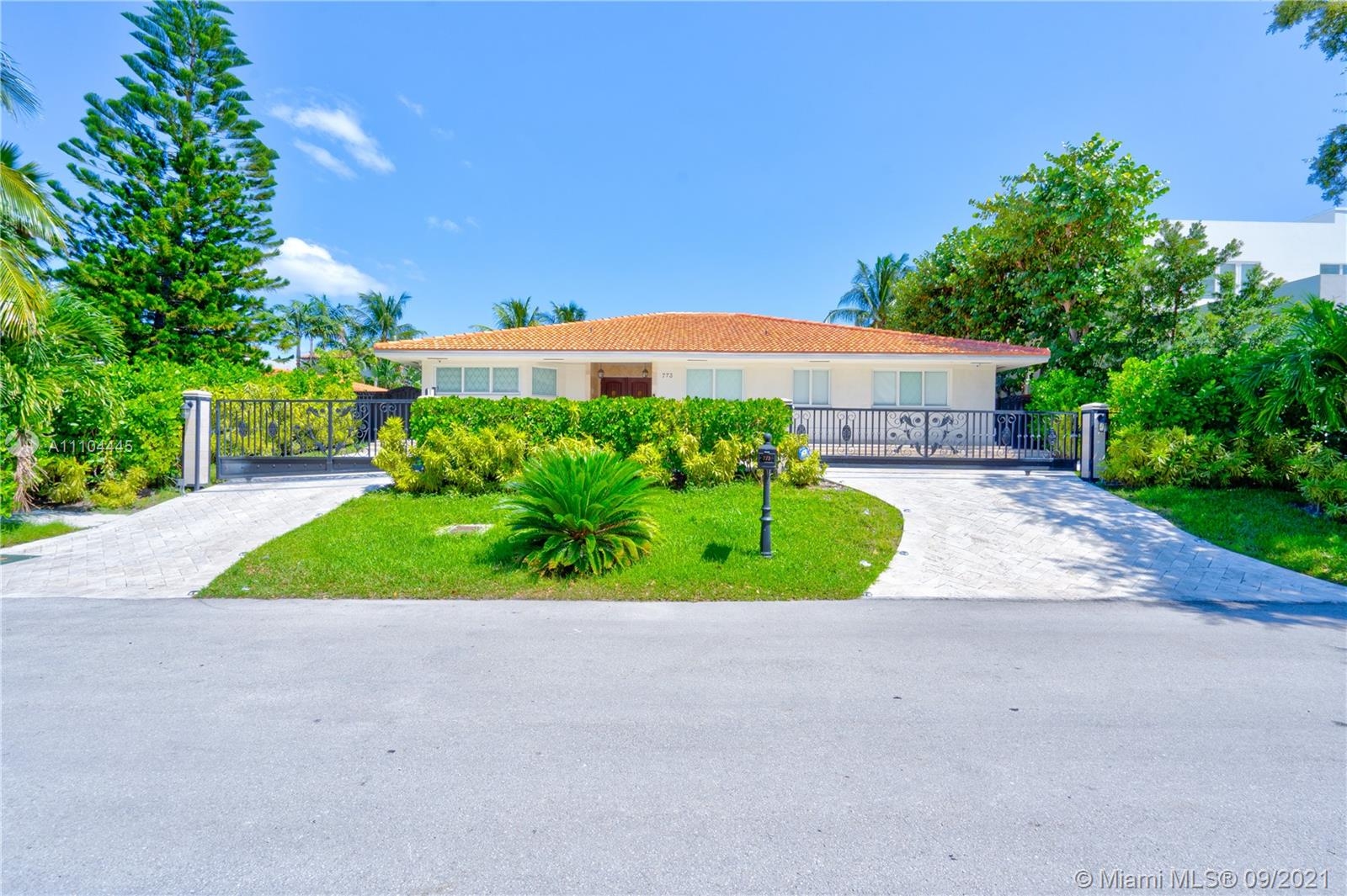 773  Woodcrest Rd #1 For Sale A11104445, FL