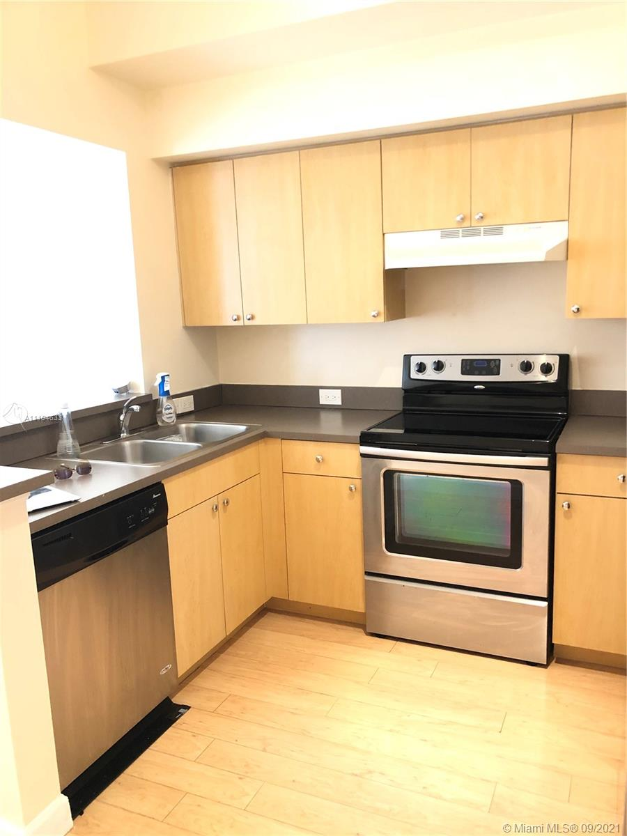 Great tri-level townhouse with cover car garage located in the heart of Aventura. Gated community with pool and clubhouse, pets friendly, walking distance to many restaurants and shops, Aventura Town Center, parks, arts and cultural center.    Vacant, very easy to show
