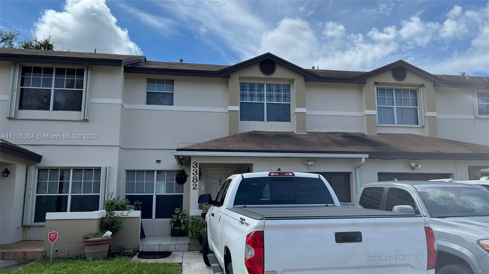 Excellent opportunity to own this charming townhouse perfectly located with closely access to the Miami's principal highways (1 mile to turnpike), (1.5 mile to palmetto), (3 miles to I95); quite gate community with security. 3 wide bedrooms and 2 1/2 bathrooms with 2 parking spaces, and plenty of guess parking spots very illuminated kitchen and 75% covered patio.
