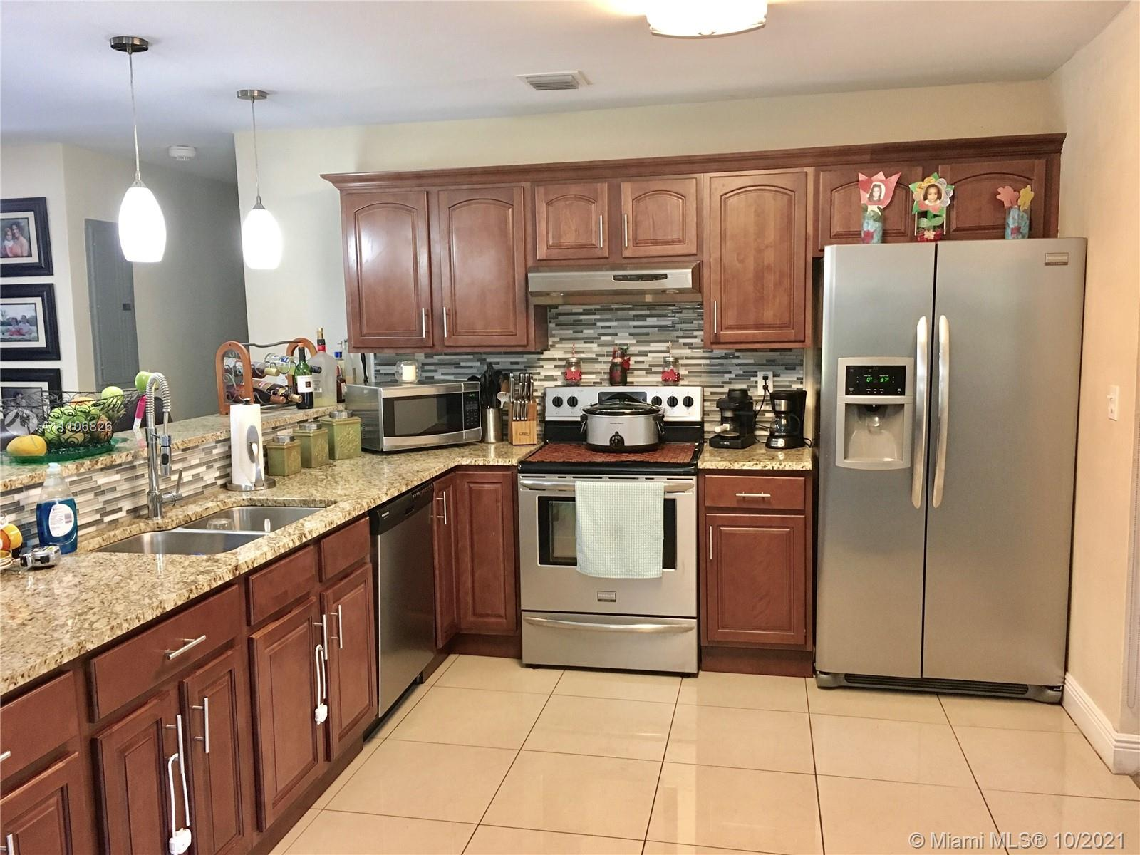 7121 SW 92 ST  For Sale A11106826, FL