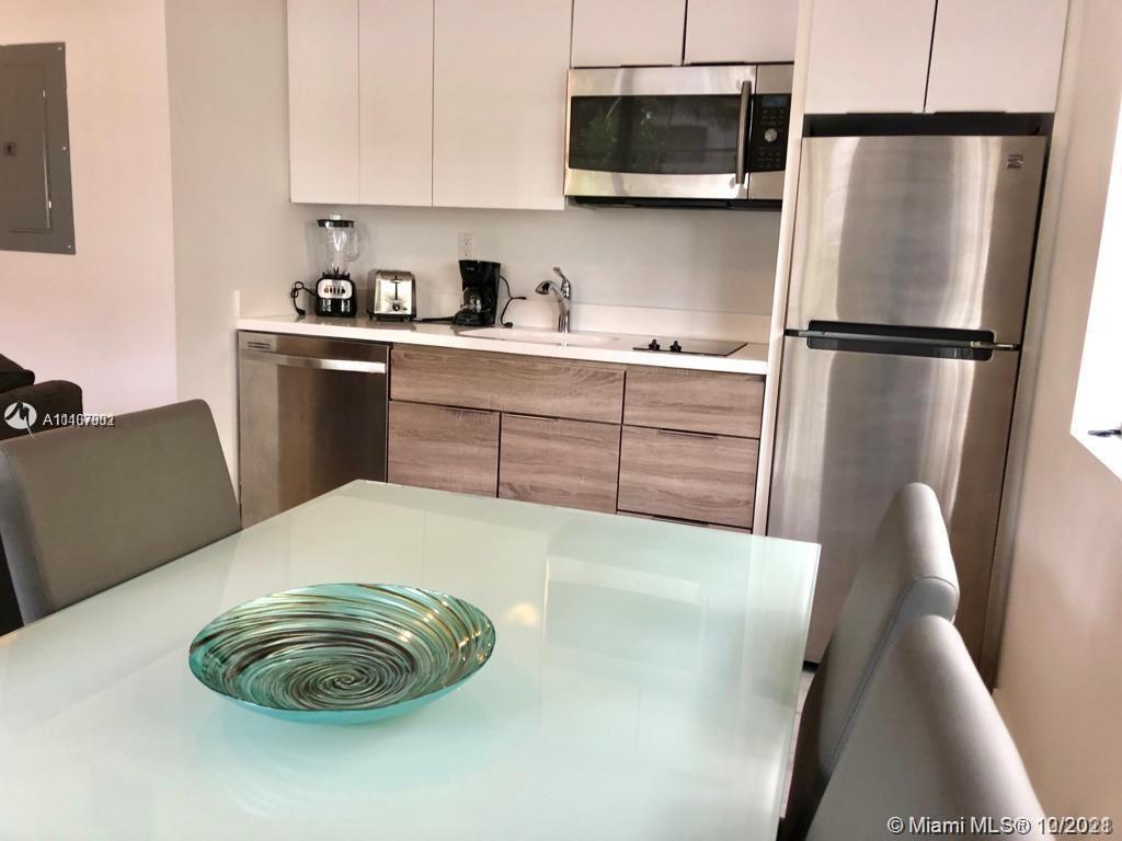 1560  Meridian Ave #101 For Sale A11107002, FL