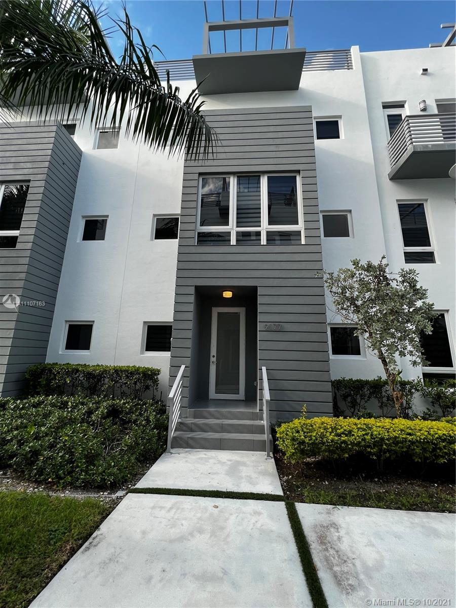 Beautiful 4 Beds and 3 1/2 Bath Townhome in the middle of Doral. Next to the Doral Central Park and Southern Command. Easy access to main roads and Miami International Airport. It's a must see unit and ready to move in.