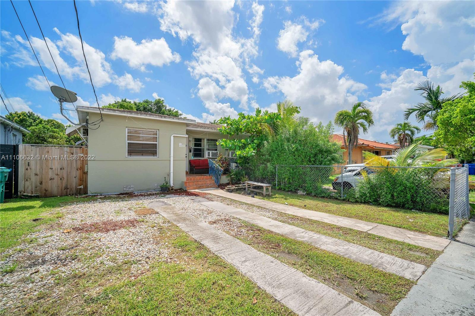 2800 SW 25th St  For Sale A11106632, FL
