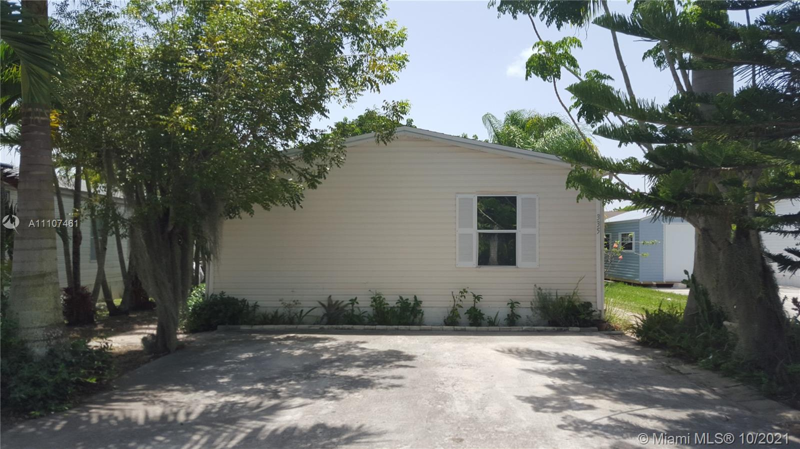 3 BEDROOM 2 BATH MANUFACTURED HOME IN AMERICANA VILLAGE. UNIT IS TILED THROUGHOUT, UPDATED KITCHEN CABINETS WITH GRANITE COUNTERTOPS. SALE INCLUDES THE MANUFACTURED HOME AND THE LAND. GATED COMMUNITY WITH SECURITY, CLUB HOUSE, POOL AND MORE.