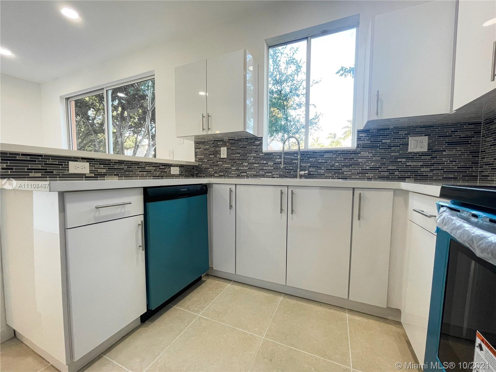 2430 SE 14th Ave #276 For Sale A11108487, FL