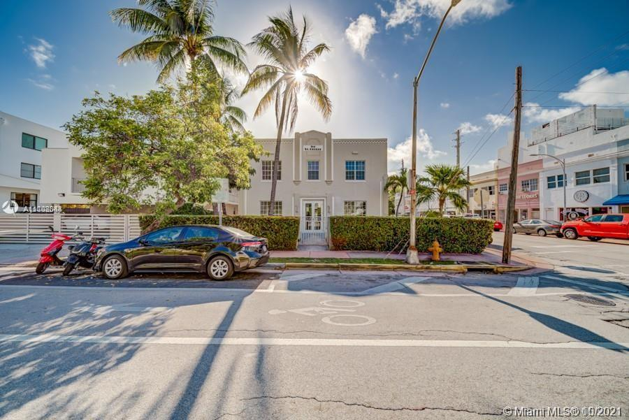 Nice, quiet and cozy unit, located on 2nd floor. Central AC, Tile and Wood floors. Fully Furnished. AMAZING LOCATION!!! Charming and Well Maintained Art Deco Property. Next to Las Olas Cafe, Secured building w/ laundry facility, 2 Blocks away from the nicest beach of the area, walking distance from South of Fifth, Restaurants and shopping area of Collins Avenue.