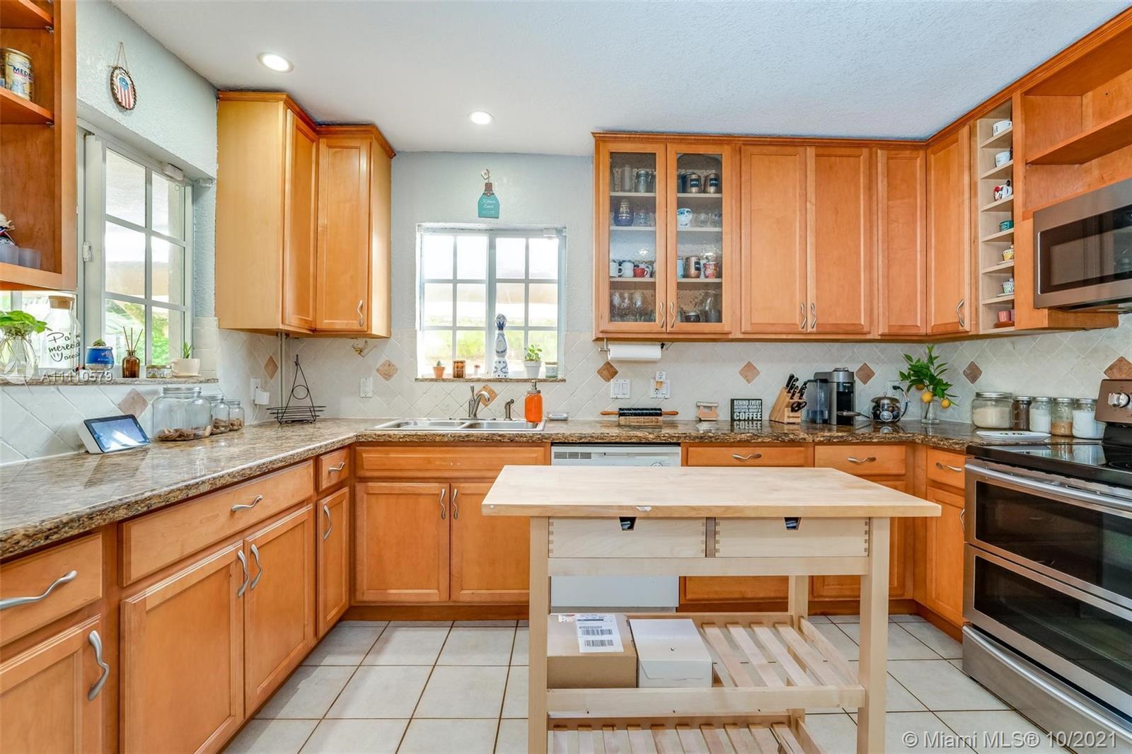 2826  Dewey St  For Sale A11110579, FL