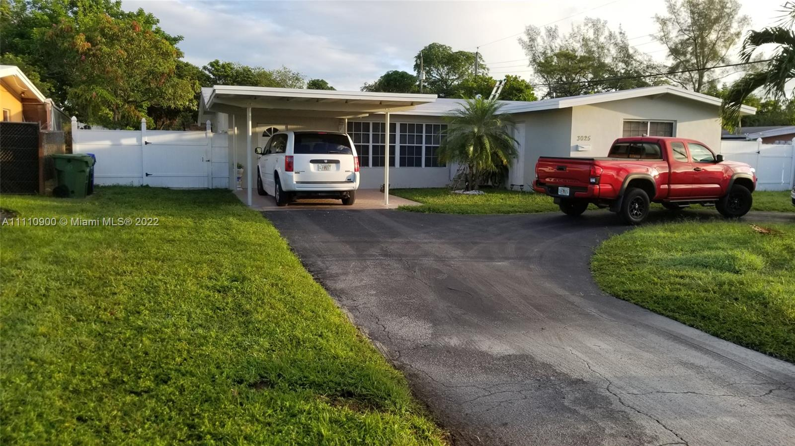 3025 SW 11th St  For Sale A11110900, FL