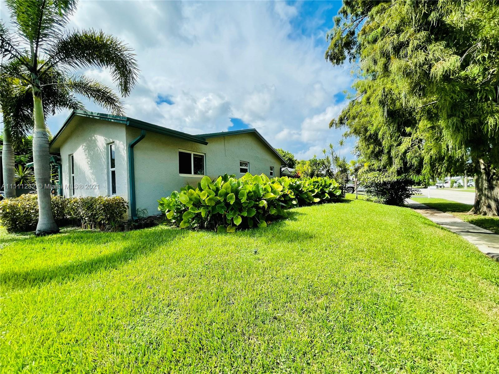 7221 Cody St, Hollywood, Florida image 1