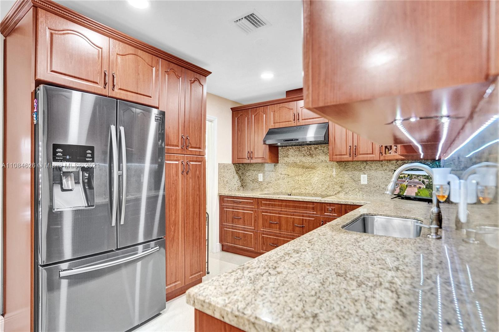 2331 N 67th Ter  For Sale A11084626, FL
