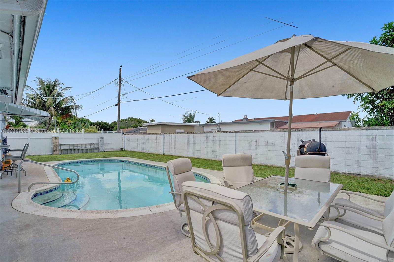 6461 Harding St, Hollywood, Florida image 2