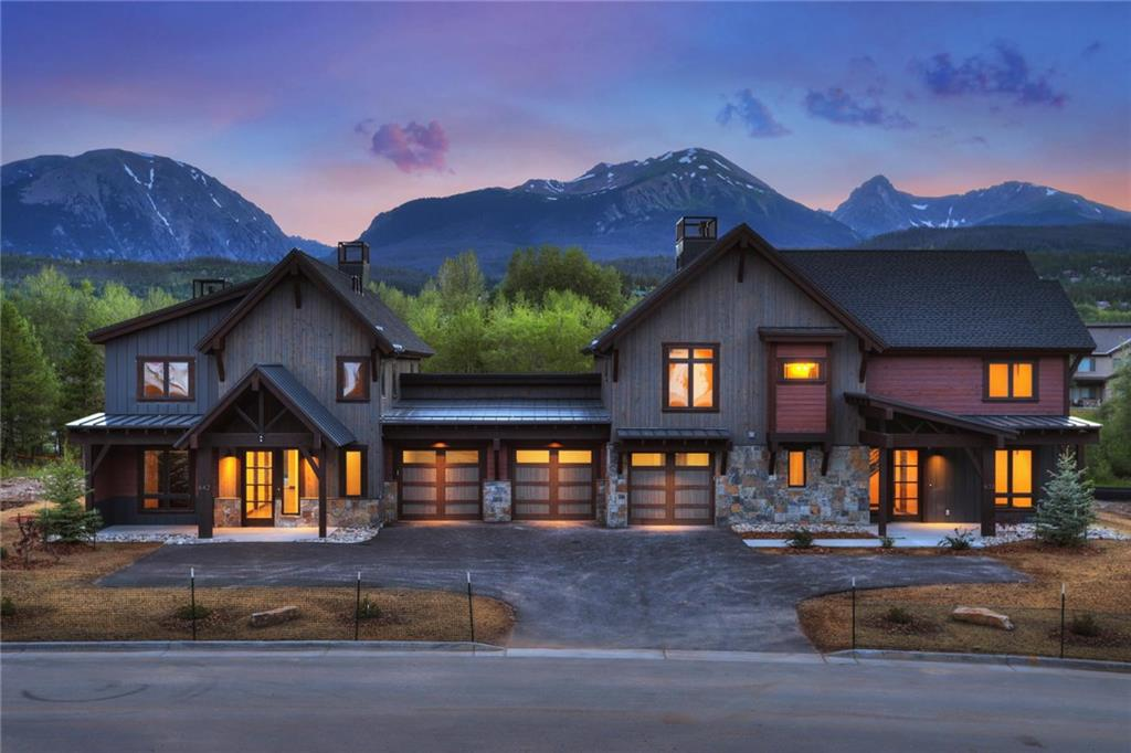 Welcome to Waters at Silver Trout! These are examples of our finished product. Lots 5 and 6 have closed in August of 2019 with many soon to follow. Our mountain modern style is simple yet refined.