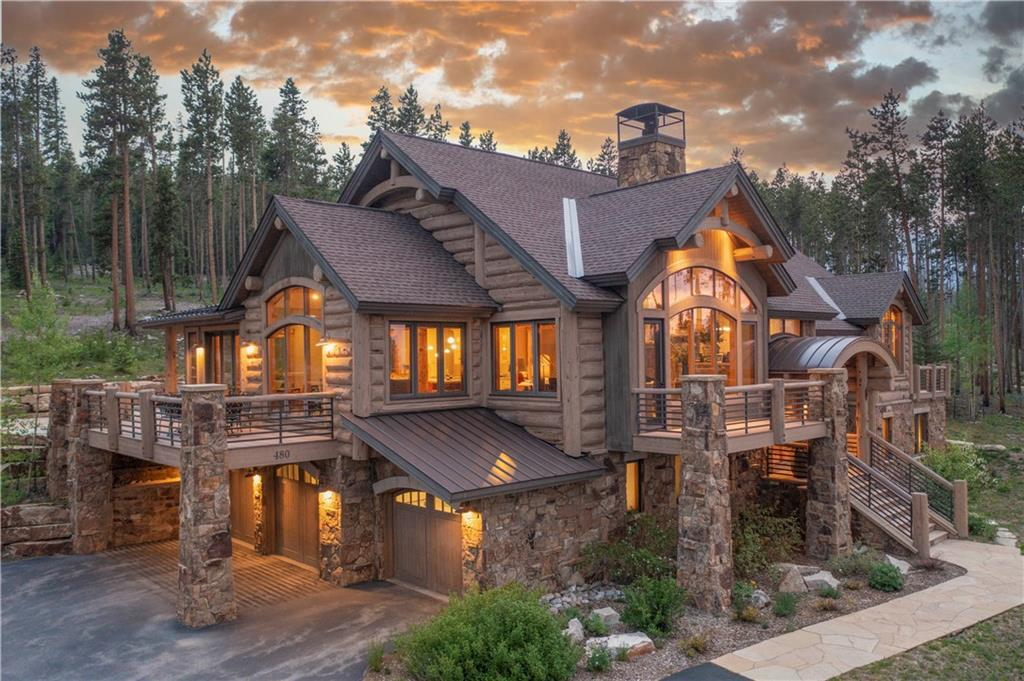 Close your eye and imagine the wonderful memories that can be created with all of your friends and family in this amazing mountain property.