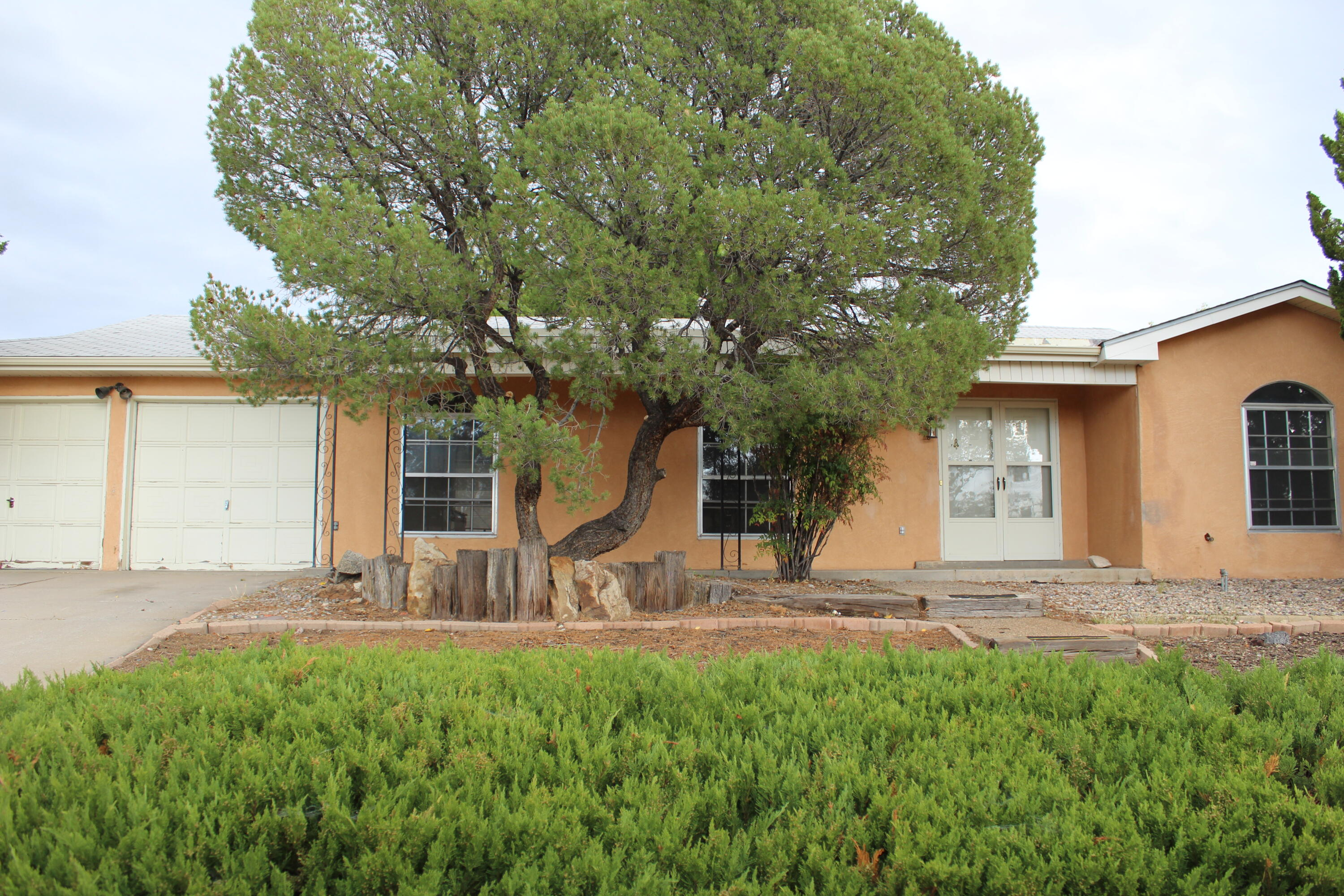 4 Bedroom 2 bathroom home located in Holiday Park. Home has a nice flowing floor plan. 2 car garage and nice sized back yard. Schedule your appointment to view it today. Home is being sold as is.