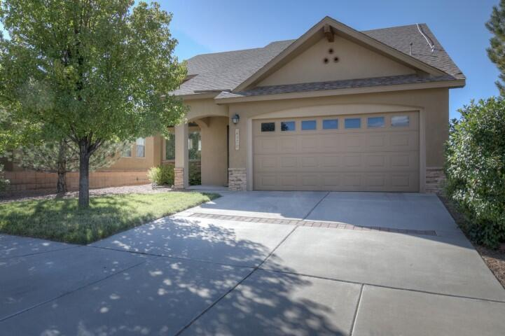 Lovely Paul Allen in great neighborhood conveniently located near lots of amenities.Open floorplan downstairs with primary bedroom and laundry.  Two separate bedrooms and full bath upstairs.  Ceiling fans in all the bedrooms and lots of natural light throughout.  Volcano and beautiful sunset views from the large backyard. Solar and security systems stay for the new owner's benefit.