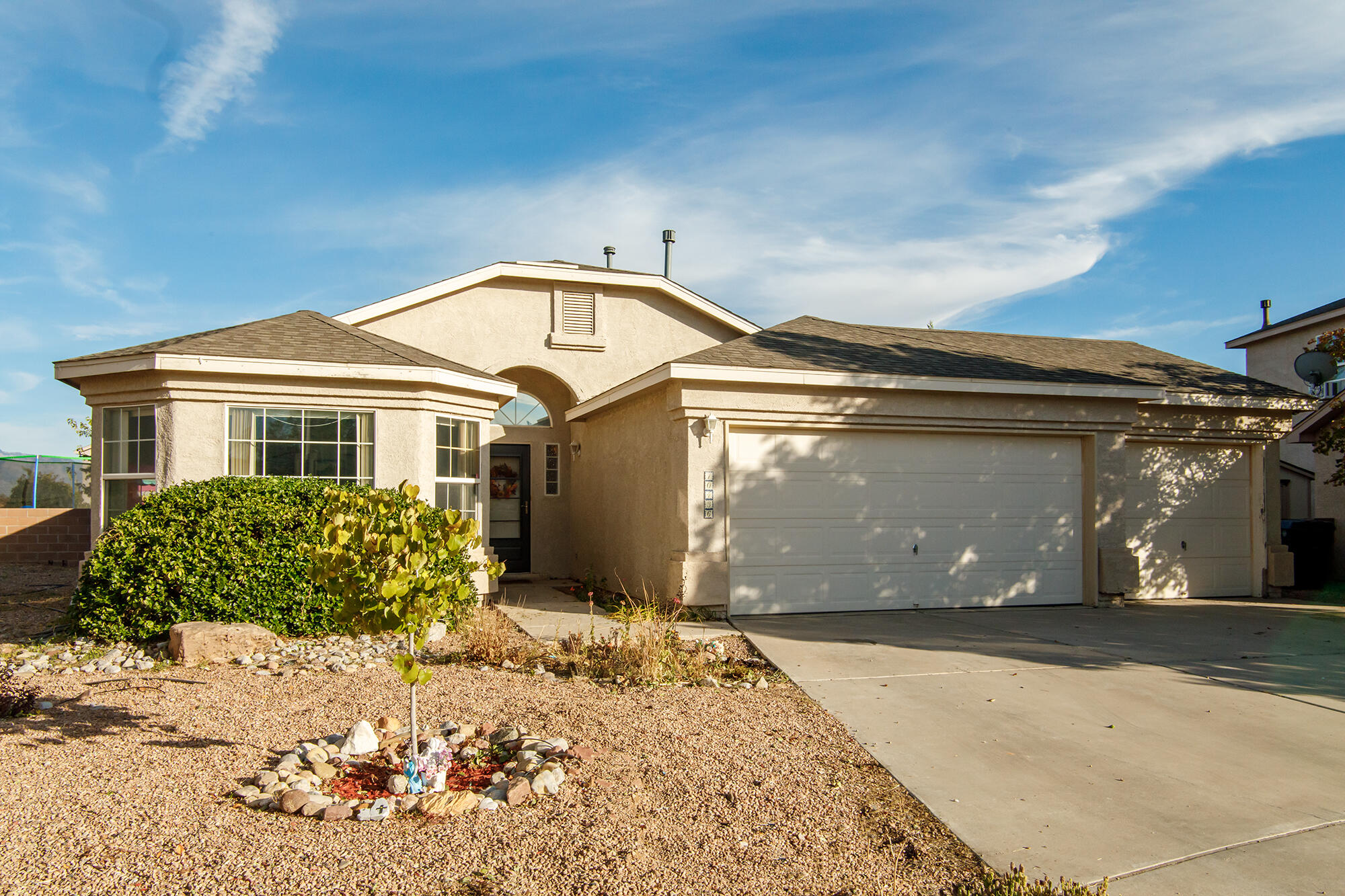 Charming one story home on a cul-de-sac lot in Ventana Ranch.  Nearby parks, playgrounds, recreational facilities, walking trails and more!  Vaulted ceiling and gas fireplace in the great room.  Large bedrooms, ceiling fans throughout and decorative niches and ledges.  Owned Solar saves you tons of $$$$ with a $9 monthly utility bill!  Brand new water heater.  Wrap around yard provides plenty of space to entertain and play while surrounded by mature landscaping.  Terrific location, fantastic price!!  Welcome home!