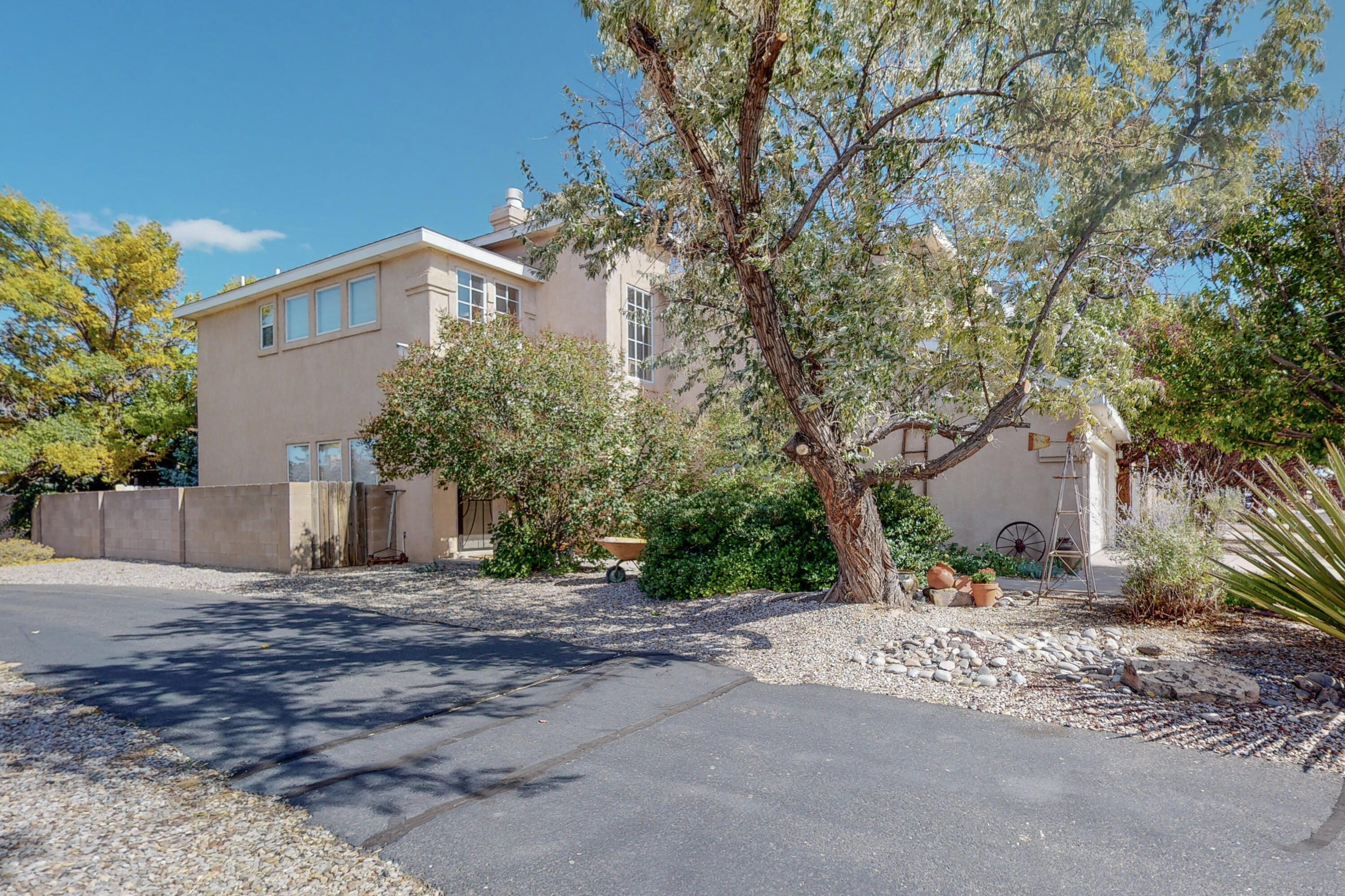 Rare opportunity in much desired Ventana Ranch!  This bright and beautiful gem has been meticulously cared for.  Featuring multiple living/entertaining areas and four beds three bathrooms there is plenty of room for all of life's events.  Also, with bedrooms on both levels, the home can accommodate family of different needs. As an added bonus, this home was recently upgraded with new flooring on the lower level, kitchen cabinets, subway tile and granite countertops ready for a magazine cover.  Relax in the pristine oasis featured in the back yard that is super private and filled with life.  Some Amenities include access to the community center with pool, tennis /volleyball courts and super close walking trials.  Don't miss the chance to own this magnificent home!