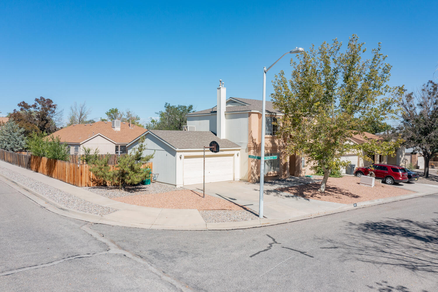 Welcome to this wonderful 1 owner home in North Hills Rio Rancho! This 3 bedroom 2 bath Amrep build has 1473 sqft and is on a corner lot. Upon entry you will find yourself in the formal living, which leads in to the open eat in kitchen. As you head upstairs you'll notice the real wood banister maintains the open floor plan feeling up to three bedrooms, and 2 bathrooms. Being a corner lot, this backyard has all the space to entertain and enjoy for years to come. Head out to see it today! This home has the original roof and Polybutylene piping.
