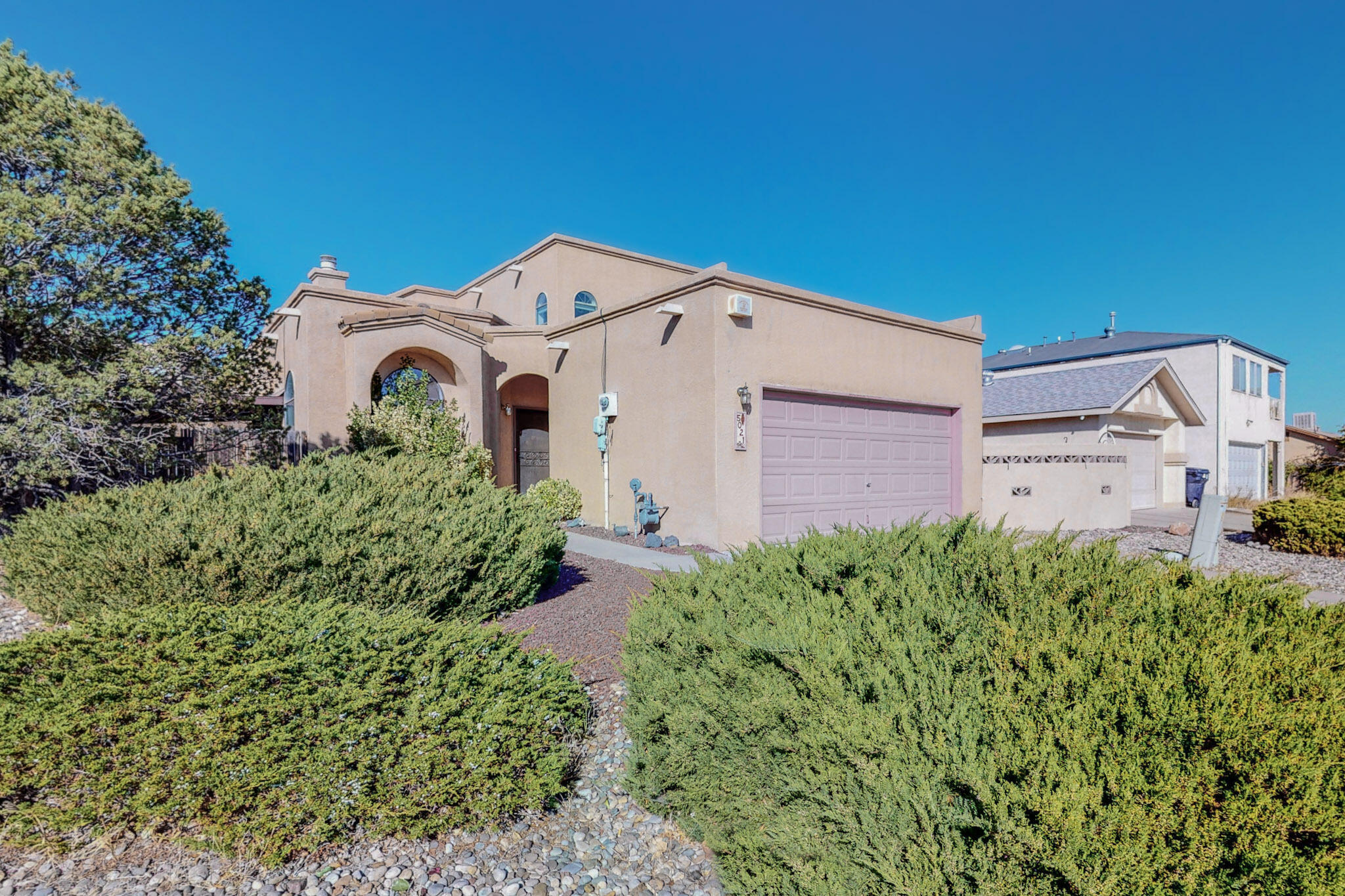 Quiet, family neighborhood located close to the Petrogliphs. Open floor plan, kiva fireplace, upstairs master suite with 2 closets & balcony, The masterbath boasts a jacuzzi tub & seperate shower. Covered patio. Mature yard. Mountain views. Competively priced !